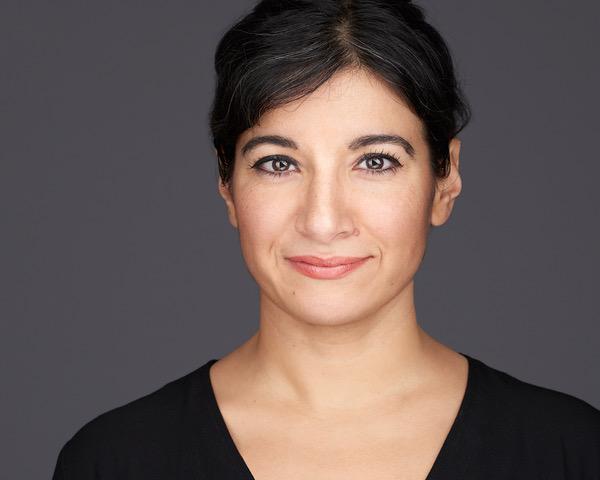 Interview mit Azadeh Sharifi – Theaterwissenschaftlerin, Autorin und Aktivistin