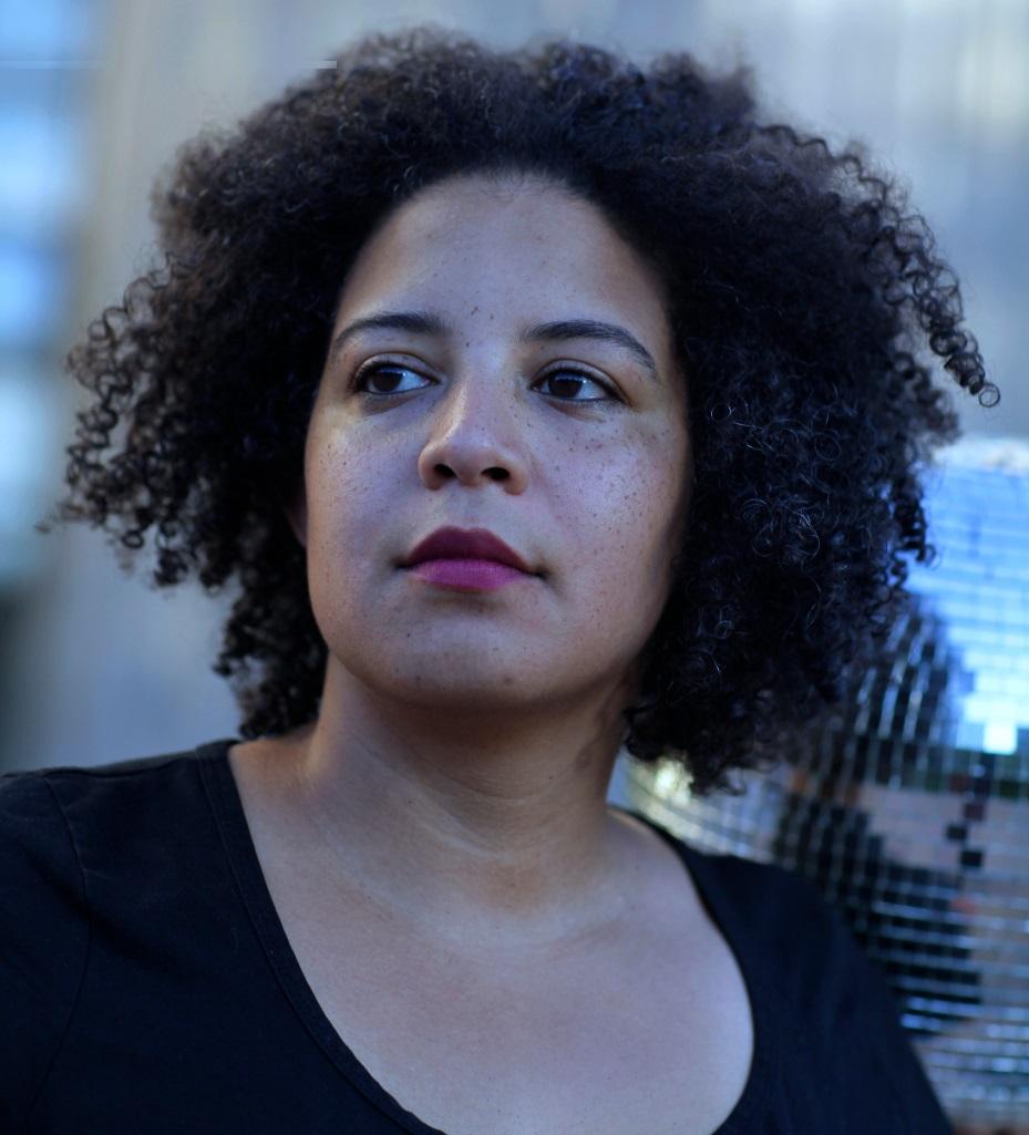 Interview mit Simone Dede Ayivi – Aktivistin, Performancekünstlerin und Regisseurin